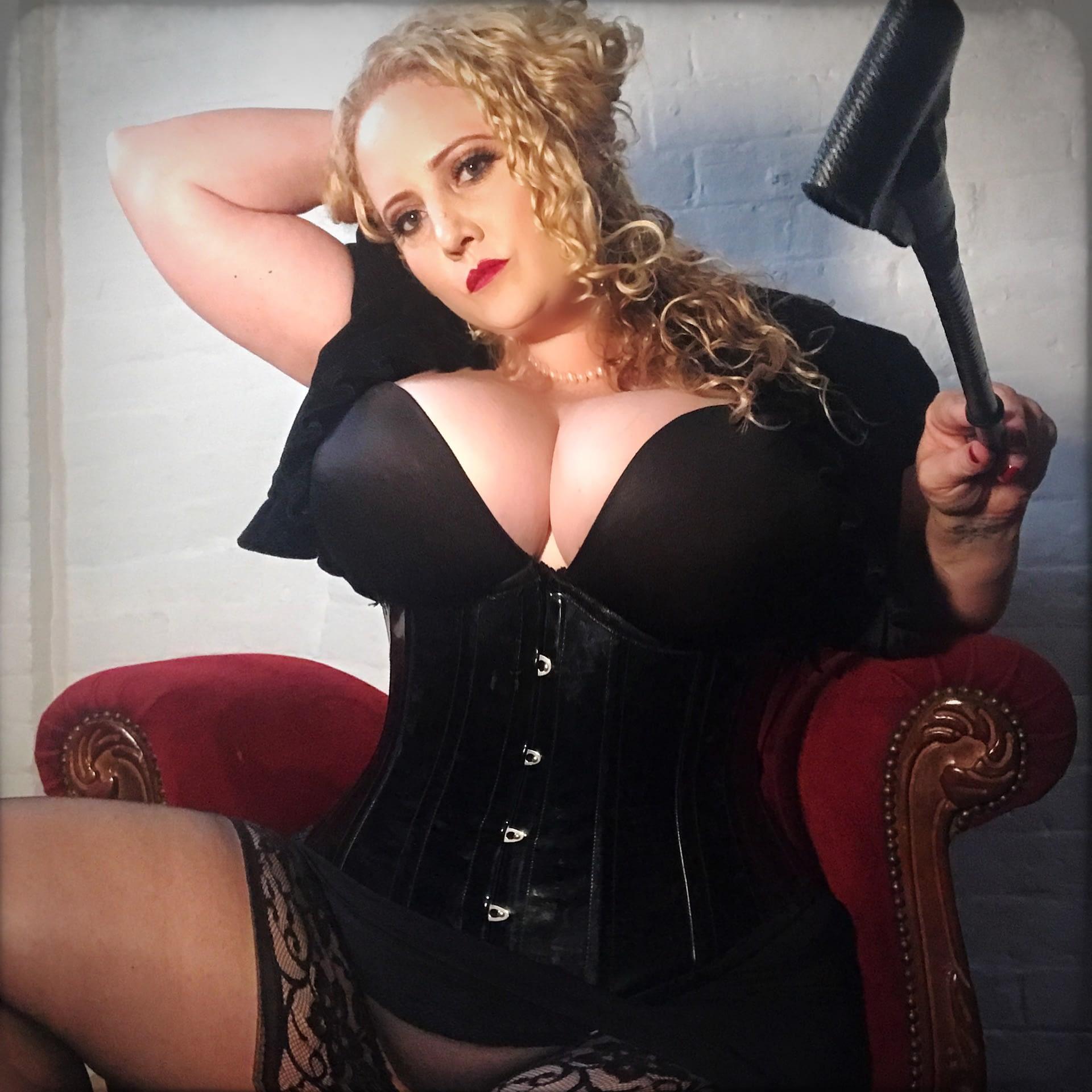 Mistress Artemisia de Vine Sydney Pro dom