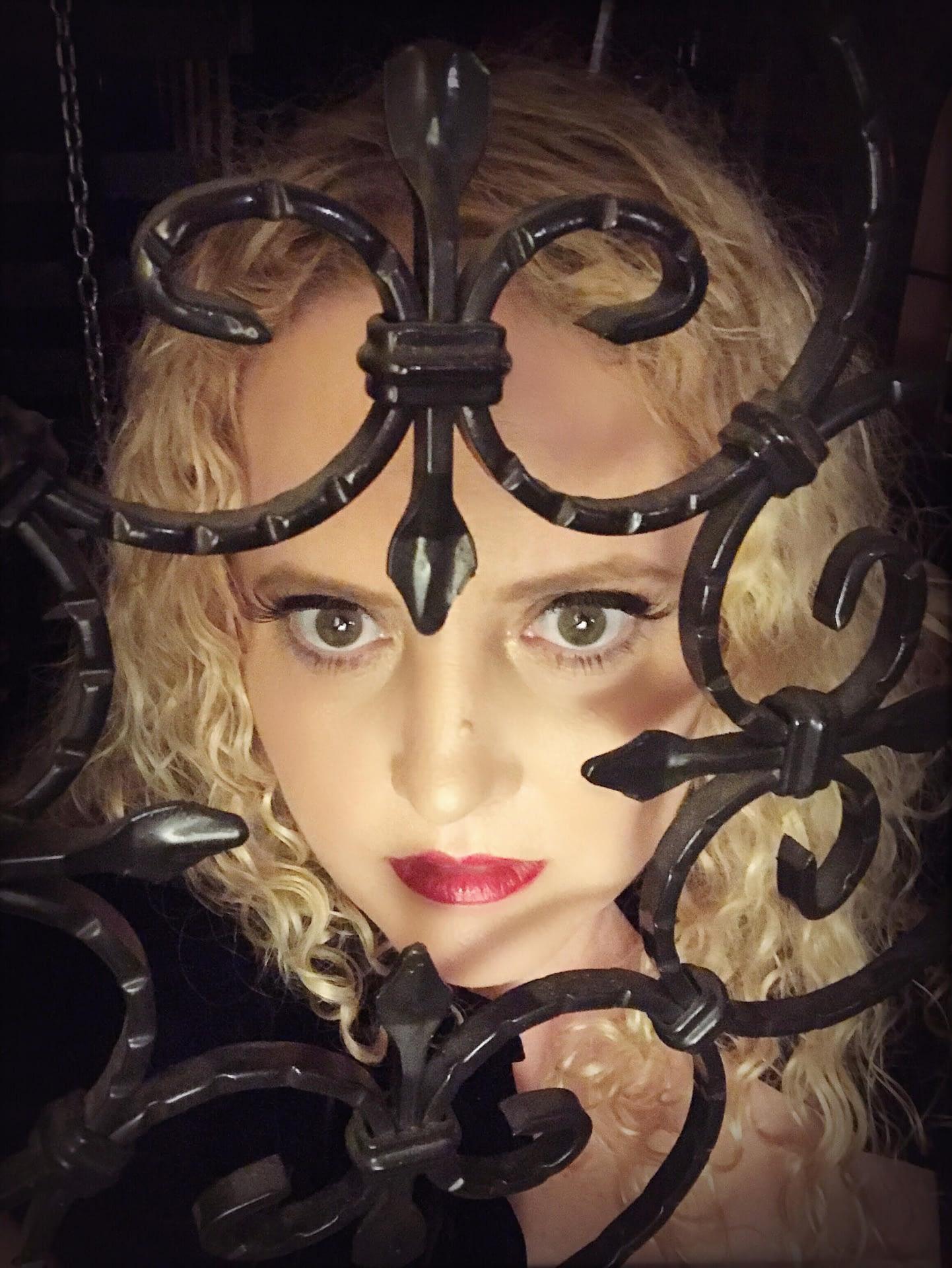 Mistress Artemisia de Vine Sydney dominatrix